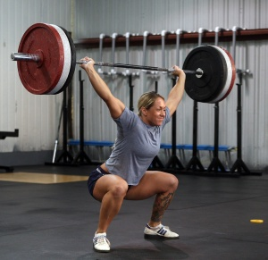 female-crossfit-weightlifting